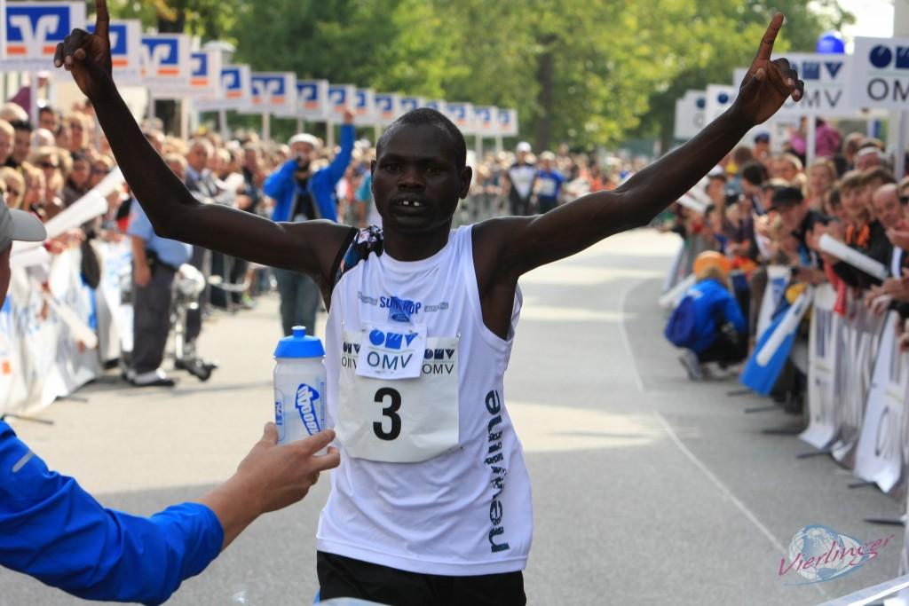 """Carboo4U Running - Halbmarathon Altötting 2013. """"Der schnellste Naturlauf der Welt"""" - Foto: Klaus Vierlinger"""